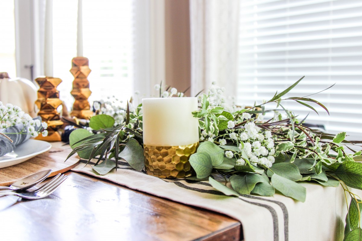 simple thanksgiving table, thanksgiving tablescapes, fresh greenery garland, holiday table decor
