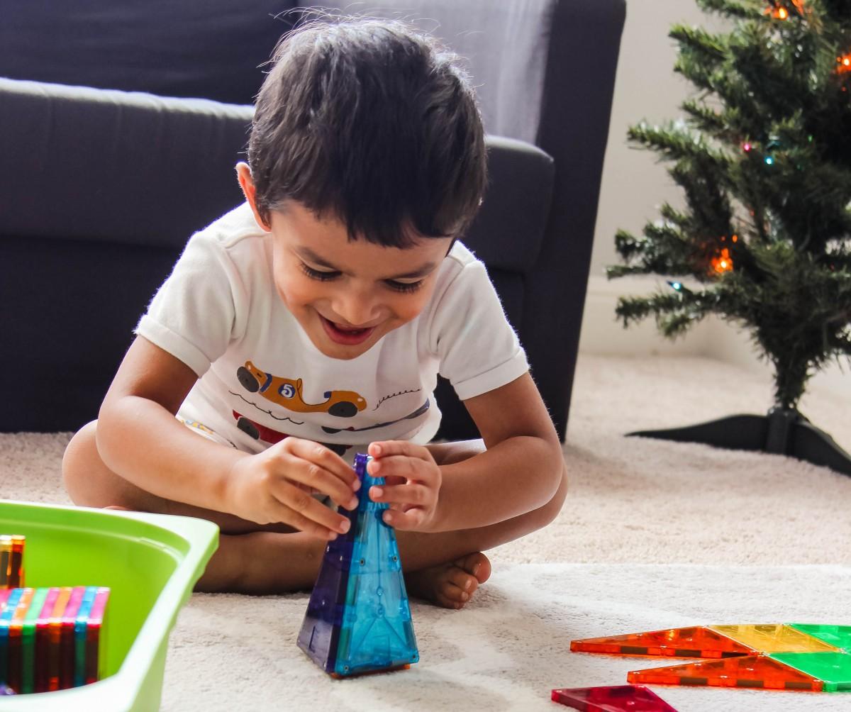 toddler boy gift guide, christmas shopping guide, what to buy a 3 year old boy, what to buy a 4 year old boy, what to buy a 5 year old boy