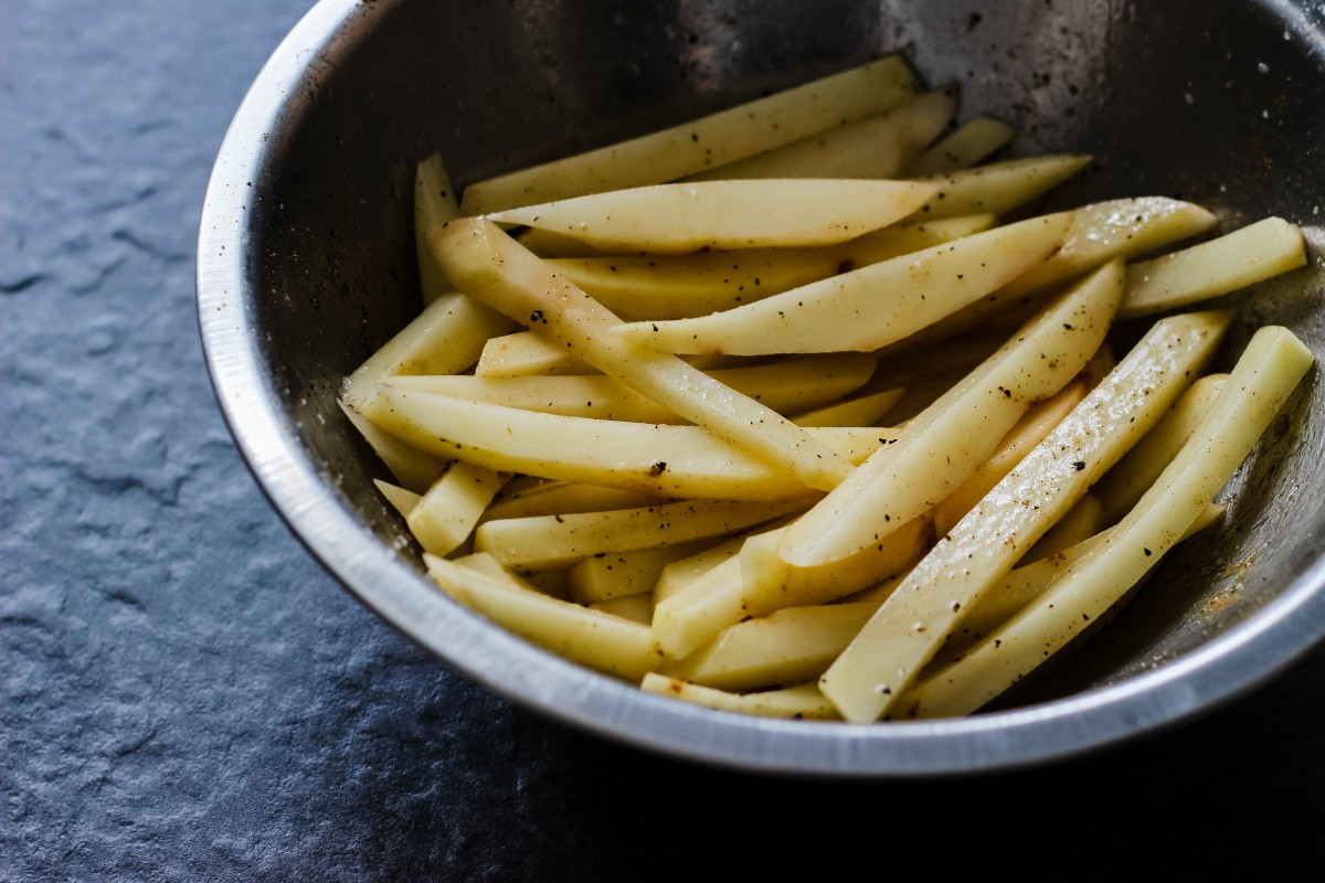 whole 30 fries, whole 30 aioli, how to make fries, baked fries, how to make crispy fries, oven baked fries, russet potato fries, easy aioli recipe, what is aioli