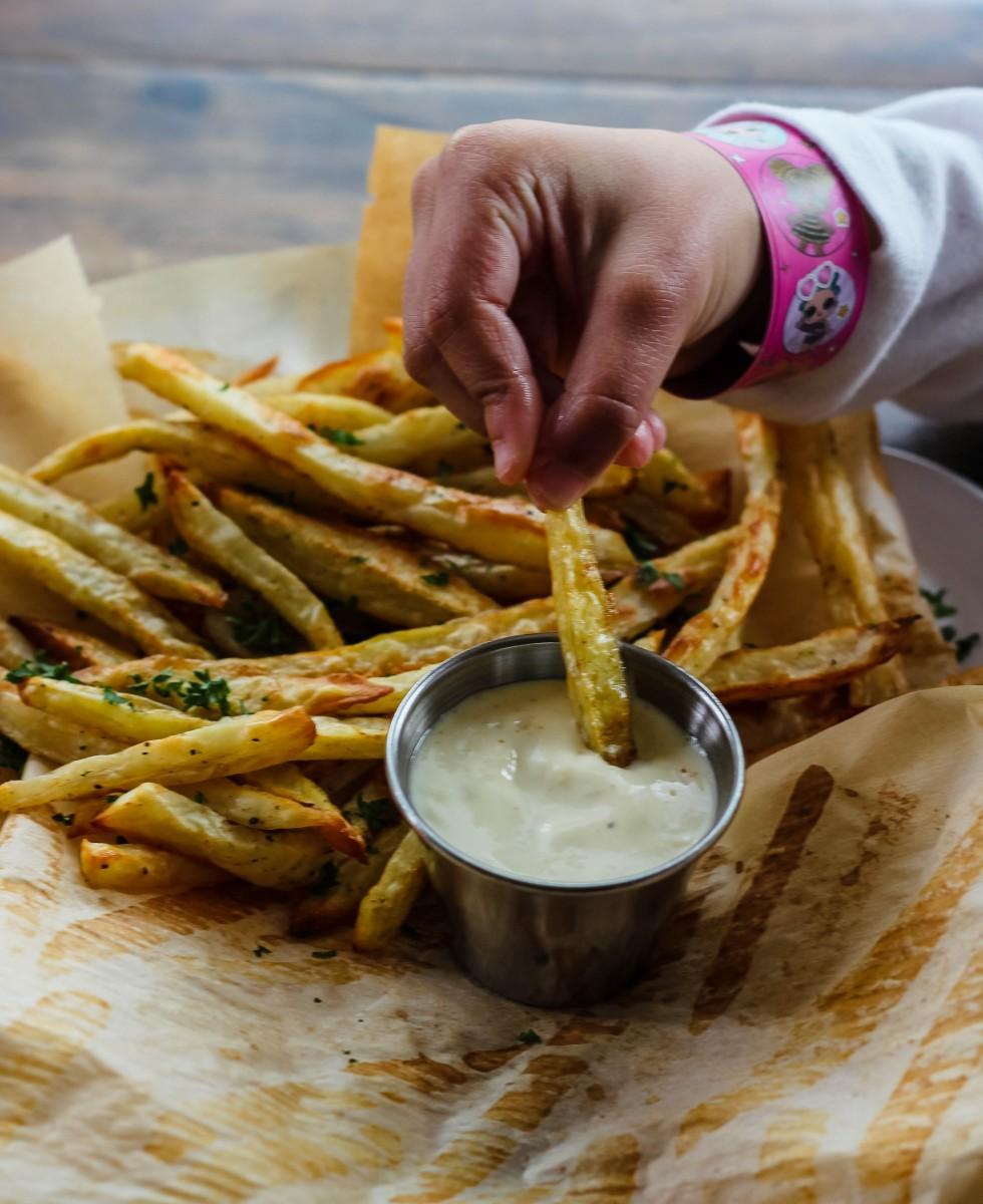 whole 30 fries, whole 30 aioli, how to make fries, baked fries, how to make crispy fries, oven baked fries, russet potato fries, easy aioli recipe, what is aioli