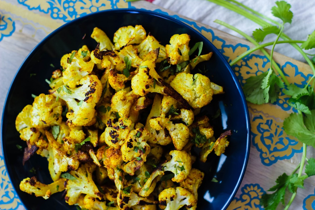 spicy roasted cauliflower, love alfa cauliflower, cauliflower recipes, easy cauliflower side dishes, oven roasted cauliflower, how to cook cauliflower, cooking cauliflower, indian cauliflower recipes