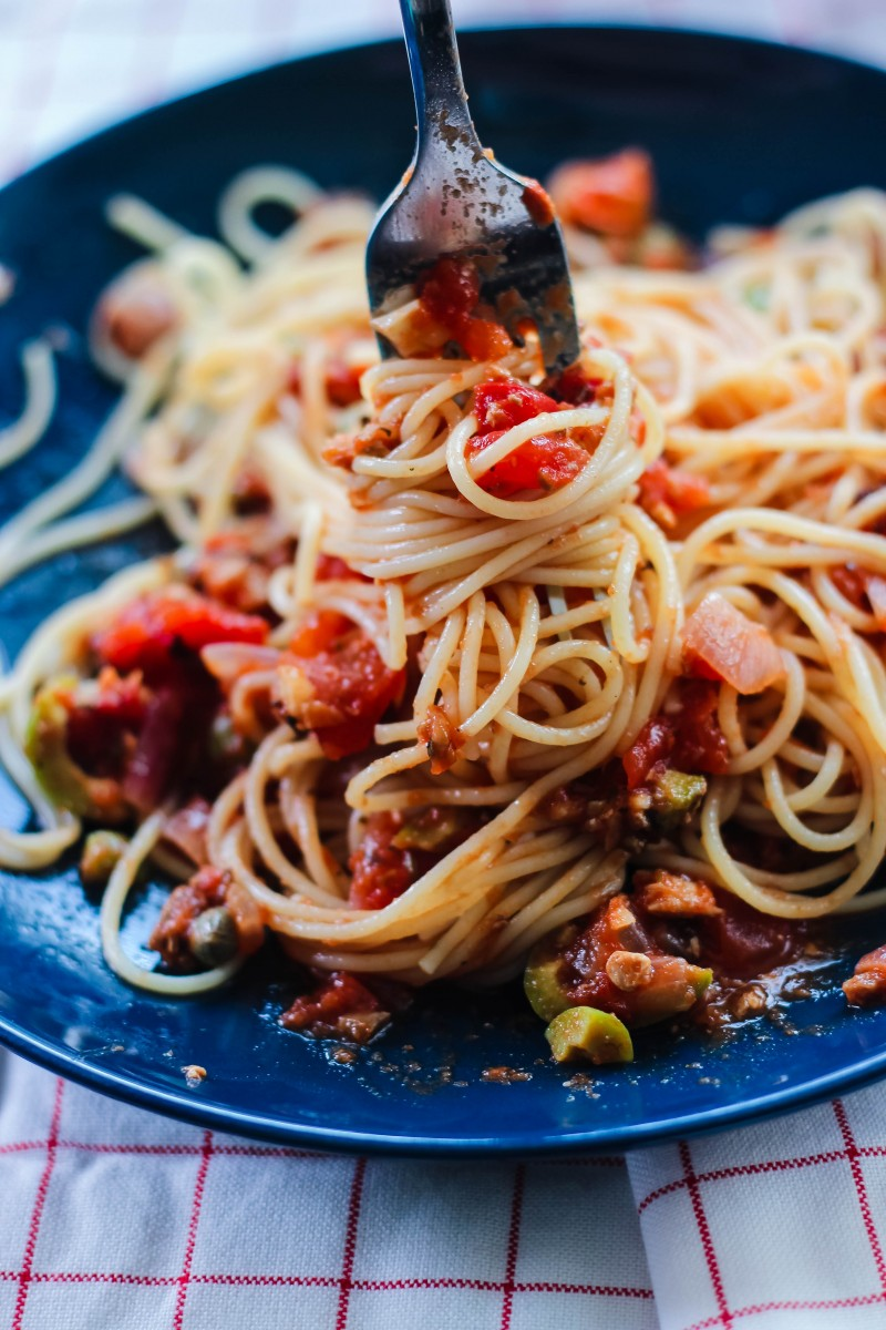 puttanesca sauce, easy puttanesca sauce, italian pasta sauce, easy pasta sauce recipe, pasta recipes, love alfa puttanesca, noodle pictures