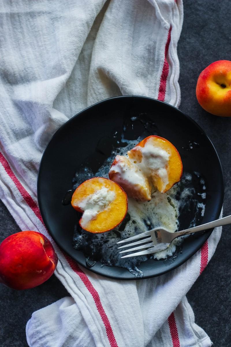 peaches a la mode, easy peach cobbler, peach dessert, simple dessert recipes, summer dessert, ice cream desserts, baked peaches, peaches in the oven